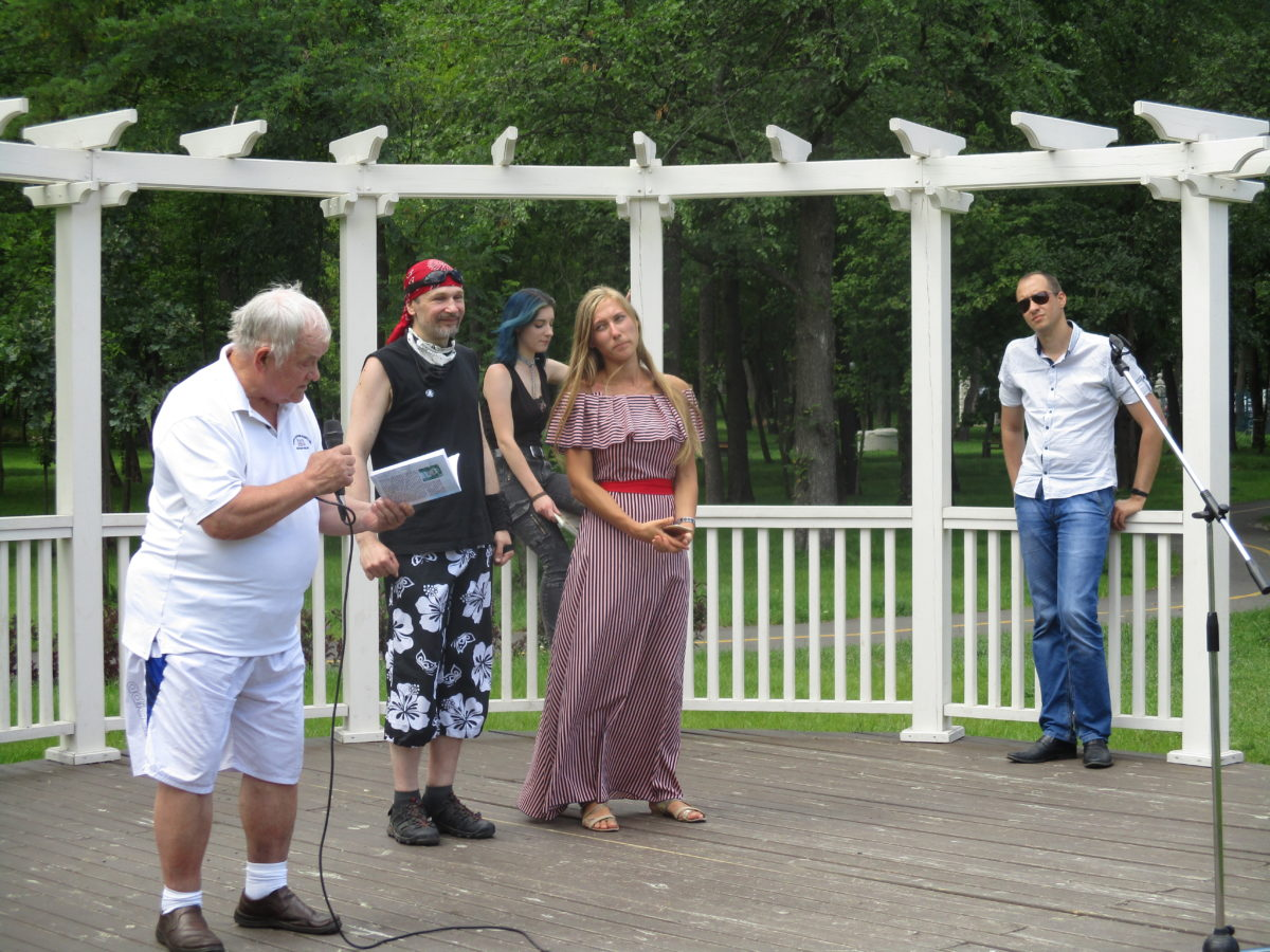 Поети виступають у Парку письменників